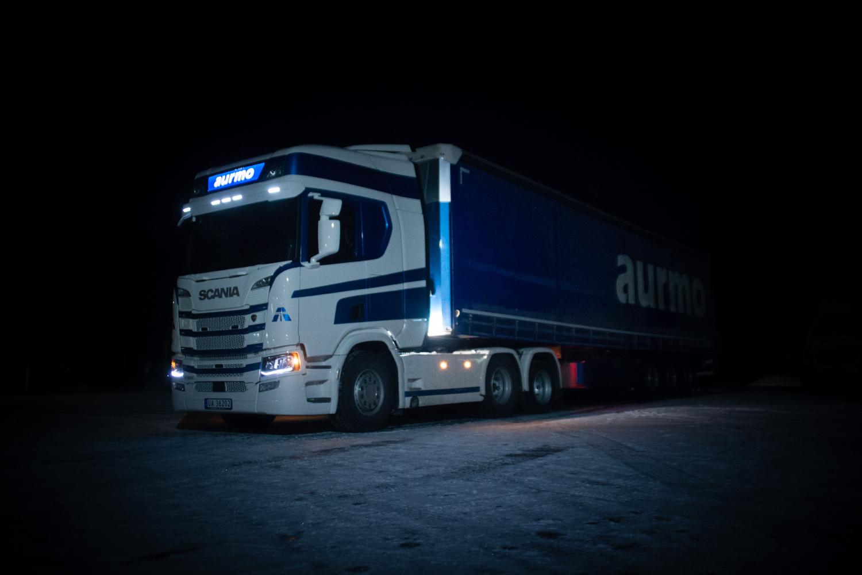 Aurmo Transport er et transportfirma som har 14 biler i daglig drift